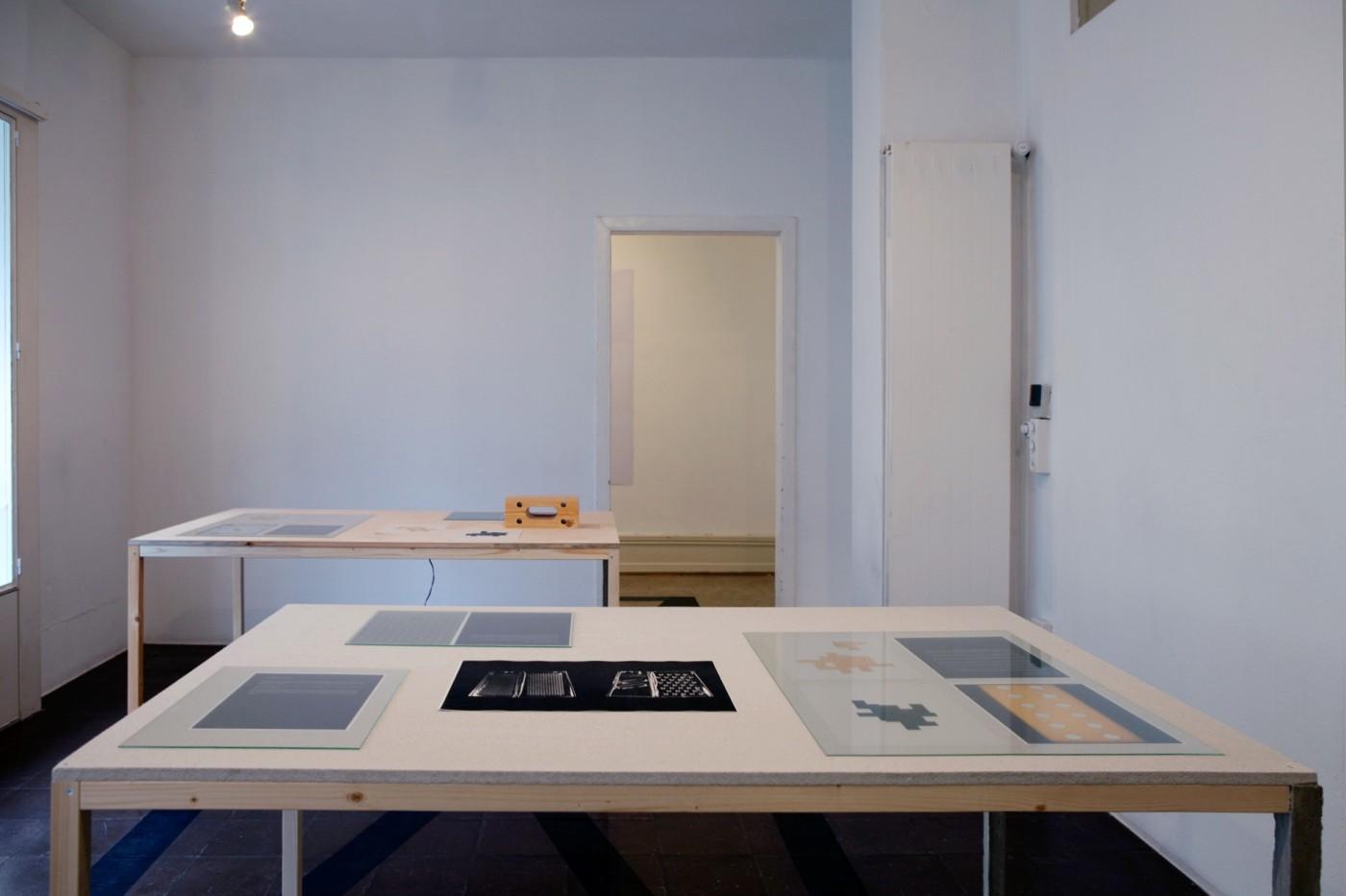 les complices ein m gliches synonym f r anordnen. Black Bedroom Furniture Sets. Home Design Ideas